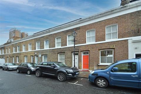 2 bedroom terraced house to rent - Wellington Row, London, E2