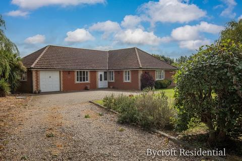 4 bedroom detached bungalow for sale - Rollesby Road, Martham