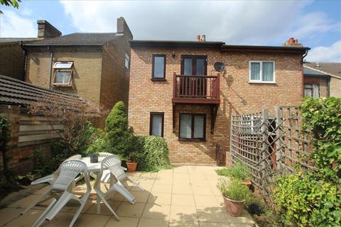 2 bedroom cottage to rent - Lawrence Road, Biggleswade, SG18