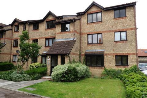 Studio to rent - Isabella Close, London