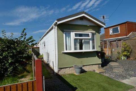 1 bedroom park home for sale - Oak Drive, Lamaleach Park, Freckleton, Preston, PR4 1EF