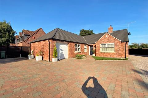 4 bedroom detached bungalow for sale - West View, Doddington Road, Stubton, Newark