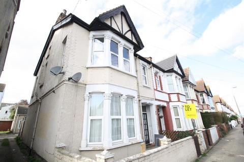 2 bedroom flat to rent - Hainault Avenue, Westcliff-On-Sea