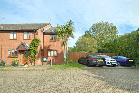 4 bedroom semi-detached house for sale - LARGE FAMILY HOME * SHANKLIN