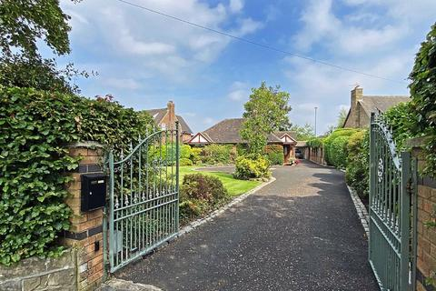 3 bedroom detached bungalow for sale - Wellington Road, Timperley, Cheshire