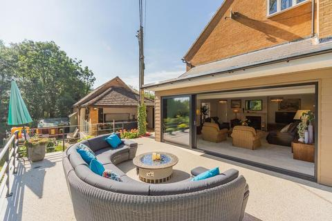 5 bedroom detached house for sale - Watermill Close, Desborough, Kettering