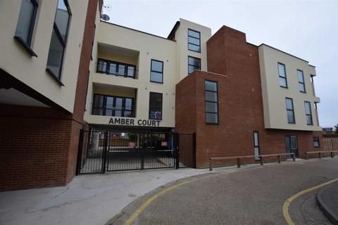 3 bedroom flat to rent - Amber Court, St Johns Way, Corringham