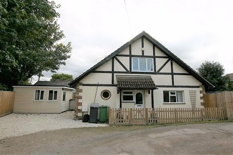 2 bedroom bungalow to rent - Park Walk, Purley On Thames, Reading