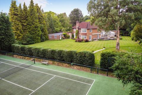 5 bedroom detached house for sale - Claremont End, Esher, Surrey, KT10