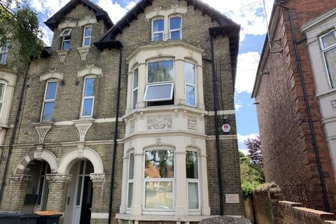 Studio to rent - Clapham Road, Bedford, MK41