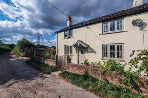 3 bedroom cottage for sale - Rural Farm Cottage, Chadderton, OL1