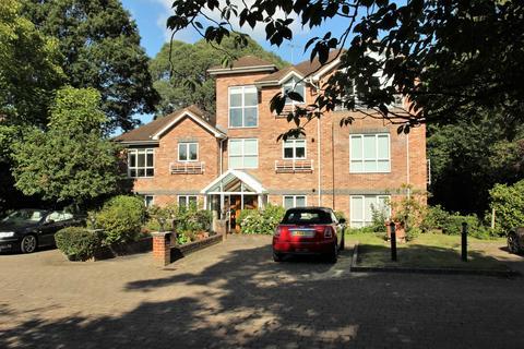 2 bedroom flat for sale - 33 Oatlands Chase, Weybridge, Surrey, KT13