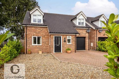 3 bedroom chalet for sale - Church Road, Cantley