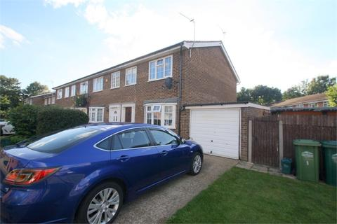 3 bedroom detached house to rent - Kingfisher Drive, STAINES-UPON-THAMES, Surrey