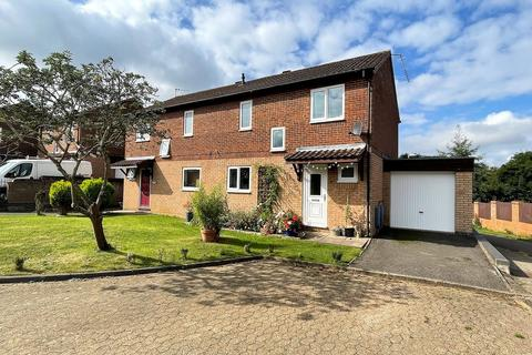 3 bedroom semi-detached house for sale - Howard Close Daventry NN11 4TD