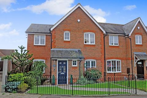 4 bedroom semi-detached house for sale - Whitmore Crescent, Chancellor Park, Chelmsford, CM2