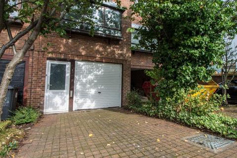 2 bedroom terraced house to rent - Chelsbury Court, Arnold, Nottingham, NG5 6NA