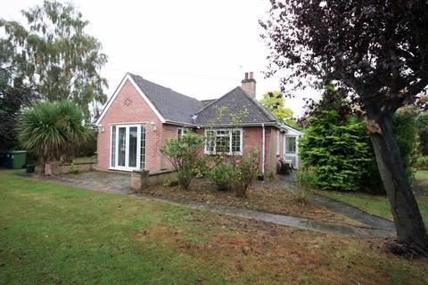 3 bedroom bungalow for sale - Oak Drive, Gloucester