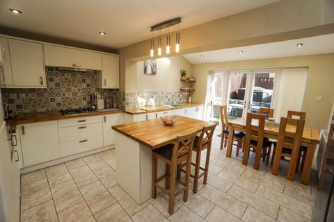 3 bedroom terraced house for sale - Chiltern Close, Horwich