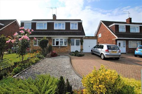 3 bedroom semi-detached house for sale - Grangeway, Rushden