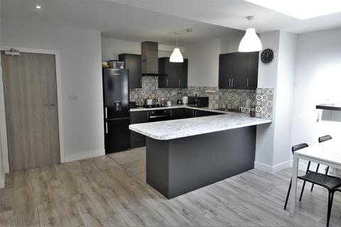 5 bedroom flat to rent - Park Avenue North, London