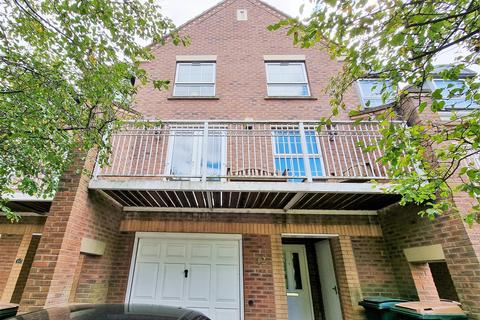 4 bedroom townhouse to rent - Gillquart Way, Cheylesmore, Coventry