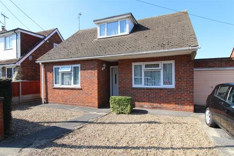 2 bedroom bungalow for sale - Barton Hill Drive, Minster On Sea, Sheerness