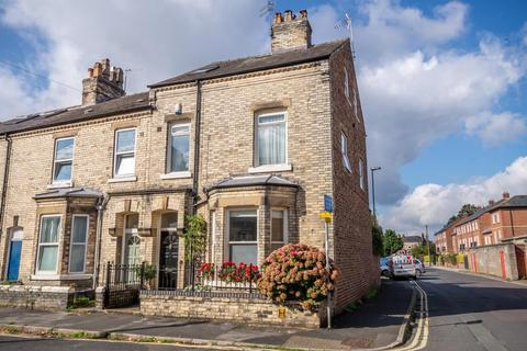 4 bedroom end of terrace house for sale - St Olaves Road, Bootham, York