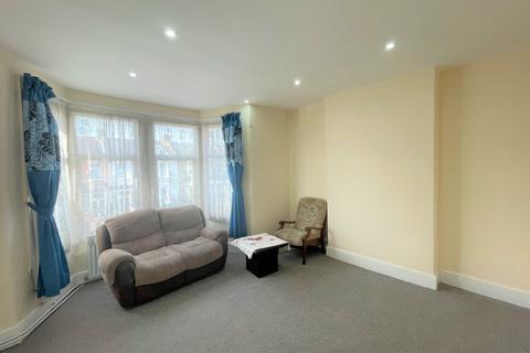 2 bedroom flat to rent - Oakwood Gardens, Seven Kings, IG3