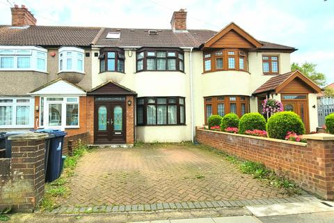 4 bedroom terraced house for sale - Windermere Road,  Southall, UB1