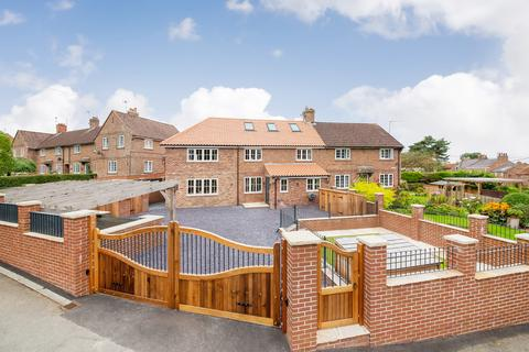 5 bedroom semi-detached house for sale - East View, Husthwaite, York, YO61 4QE