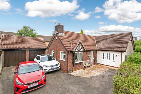 3 bedroom detached bungalow for sale - Marcross Close, Callands, Warrington, Cheshire