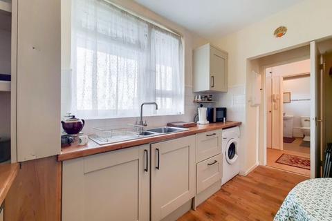2 bedroom flat for sale - James Hammett House, Ravenscroft Street, Bethnal Green