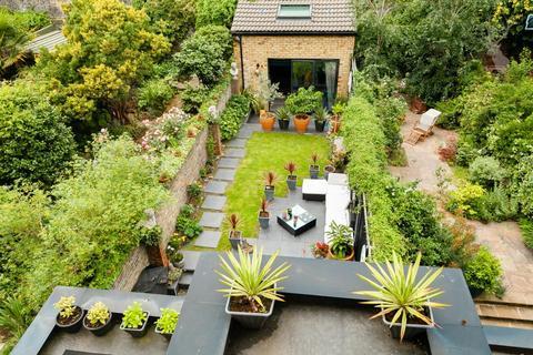 4 bedroom terraced house for sale - Brokesley Street, London