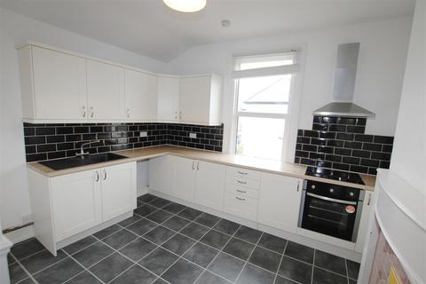3 bedroom flat to rent - Leigh Road, Leigh On Sea, Essex
