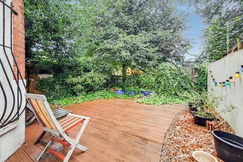 3 bedroom flat for sale - Leathwaite Road, London