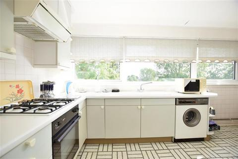 2 bedroom flat for sale - St. Winifreds Close, Chigwell, Essex
