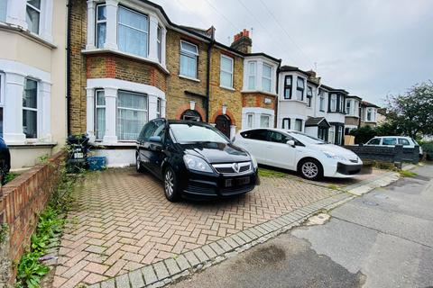 3 bedroom terraced house for sale - Auckland Road, Ilford, Essex, IG1
