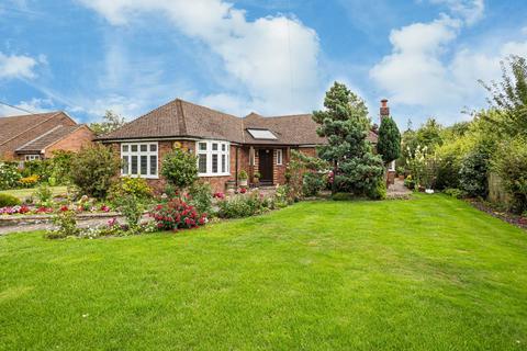 4 bedroom detached bungalow for sale - Worlds End Lane, Weston Turville
