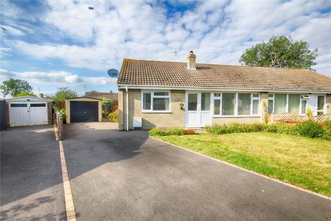 3 bedroom bungalow for sale - Cleevecroft Avenue, Bishops Cleeve, Cheltenham, GL52