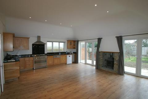 4 bedroom detached bungalow to rent - Marion Avenue, Shepperton TW17