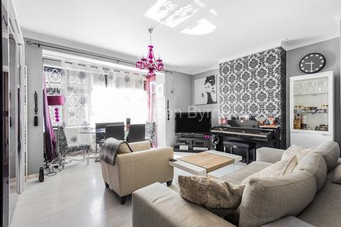 2 bedroom ground floor flat for sale - Brownlow Road, Bounds Green