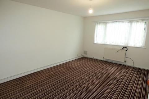 2 bedroom flat to rent - Roman Close, Feltham