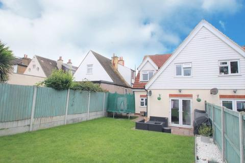 3 bedroom semi-detached house to rent - Southbourne Grove SS0 9UN