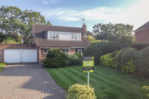 3 bedroom detached house for sale - Torrington Road, Claygate