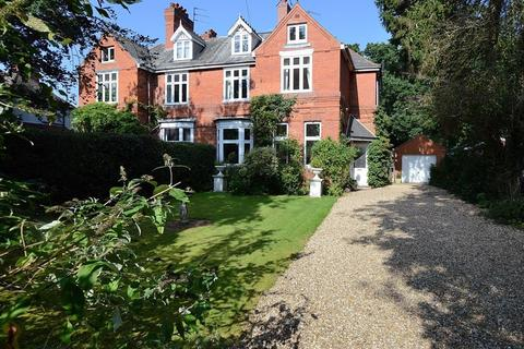 6 bedroom semi-detached house for sale - 9 Tor O Moor Road, Woodhall Spa