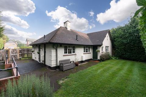2 bedroom retirement property for sale - Gunters Mead, Esher