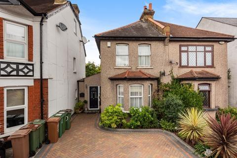 3 bedroom semi-detached house for sale - Parkgate Road, Wallington