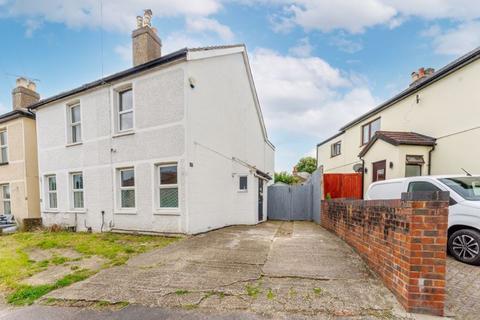 3 bedroom semi-detached house for sale - Sandy Lane North, Wallington
