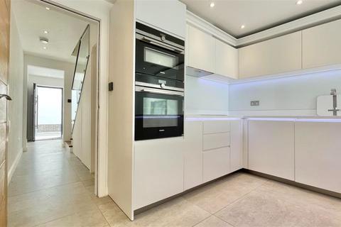 3 bedroom apartment to rent - Rose Joan Mews, London